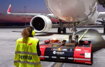 Iberia Airport Services adds the green pushback to its fleet of electric vehicles
